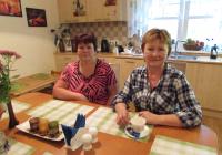 Pereema Tatjana Ivanova (paremal) ja peretädi Jelena Vladimirova. Foto: Tiina Vapper