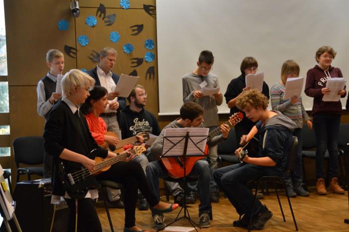Õpetajate päeva kontserdil Masingu koolis astus üles Saksa ja Tartu noorte bänd. Foto: Tartu Herbert Masingu kool