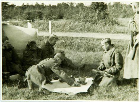 Fotol: Rahvuslikud väeosad kaotati Nõukogude armees 1956. aastal. Pildil on 1942. aastal loodud Eesti Laskurkorpuse sõdurid. Eesti Ajaloomuuseumi fotokogu (AM F 3517: 267)