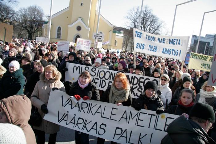 Loodame, et selle valitsuse lubadused saavad ka tegudeks ning õpetajad saavad pühenduda õpetamisele, mitte streikimisele. Fotol õpetajate streik 7. märtsil 2012. Foto: Raivo Juurak
