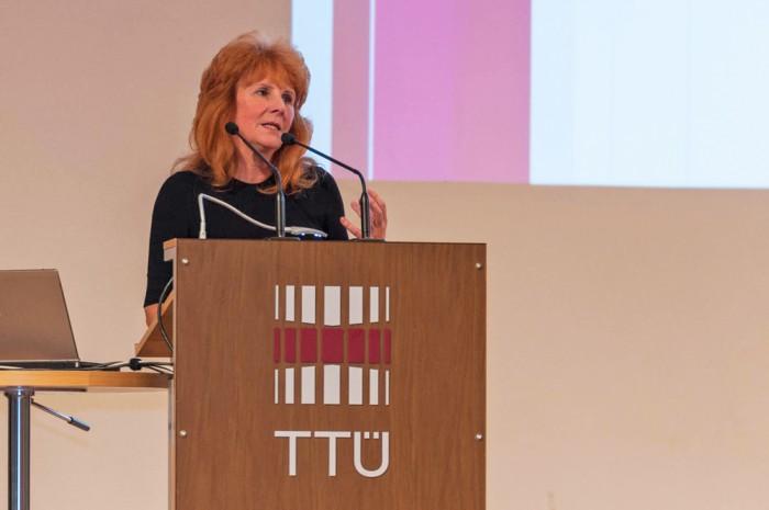 """TTÜ innovatsiooni ja ettevõtlussuhete prorektor Tea Varrak: """"Õpetajad peaksid teadma ja oskama tehnoloogiat kasutada, et oma elu lihtsamaks teha ja 'noortele mitte alla jääda'."""" Foto: TTÜ"""