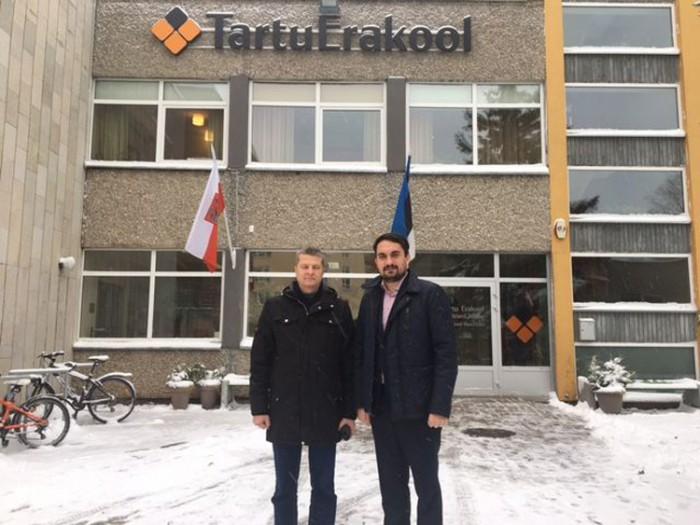 Tartu linnavalitsuse haridusosakonna juhataja Riho Raave ja Tartu erakooli nõukogu esimees Urmo Uiboleht. Foto: HTM