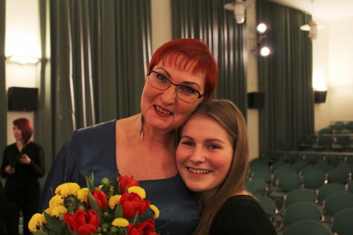 Thea koos õpetaja Maret Ojaga. Foto: erakogu