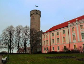 Eesti lipu all. Tallinn, Toompea, Kuberneri aed.