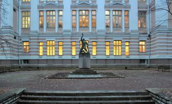 """""""Reaali poiss"""", Vabadussõjas langenud õpetajatele ja õpilastele pühendatud mälestusmärk. Fotod: Marie Heleen Lisette Kikkas"""