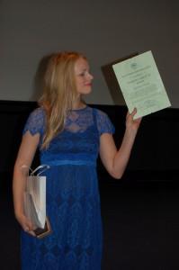 Kristiina Ehin auhinda vastu võtmas. Foto: Triin Toome-Hosman