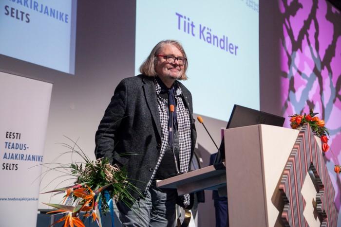 Tiiu Silla nimelise elutööpreemia laureaat teadusajakirjanik Tiit Kändler.