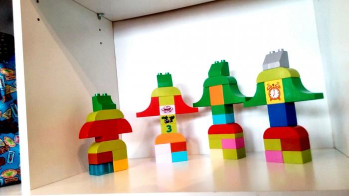 """""""Robotitepere"""" Astrid Aedma (3-aastane). Auhind """"Lihtsuses peitub võlu"""". Robotitest väike õde, suur õde, ema ja isa mängivad koos laulumängu ja hoiavad kätest kinni."""