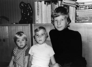 Väike õde koos kahe vanema vennaga, kellega neil oli tore lapsepõlv. Vasakult Piret, Mihkel ja ReinRaud. foto: erakogu