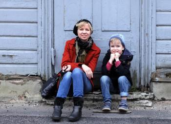 """""""Mul on vedanud – lapsed on mu kõige paremad sõbrad,"""" ütleb PiretRaud. Fotol koos noorema poja Juliusega. Foto: Ingrid Maasik"""