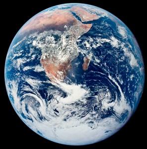 Pythagoras pidas väidetavalt kera kõige täiuslikumaks ja ilusamaks kehade seas, tehes järelduse, et Maa peab olema kerakujuline. Nii ongi – maakera on väga ilus.