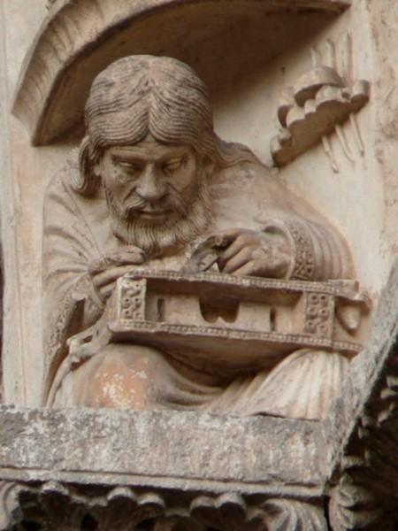 Pythagoras Chartresi katedraali peaportaalil. Prantsusmaa, 12. sajandi keskpaik.