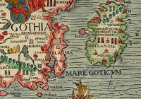 """Uppsala viimase katoliku peapiiskopi Olaus Magnuse koostatud Põhjala kaardil (Carta Marina, 1539) asub kolme krooniga kilp kirjaga SVECIA Kesk-Rootsi kohal, Östergötlandi kohale on joonistatud lõviga vapp kirjaga GOTHIA. Tacitus kirjutas ligi 1500 aastat varem, et lausa keset maailmamerd on svioonide hõimud (svealaste hõimurühm Rootsis, algselt Uppsala ümbruses), """"kes lisaks meestele ja relvadele on vägevad ka laevastikult. Laevade kuju on eriline selle poolest, et alati saab randuda nii käila kui ka ahtriga."""" Svioonide läheduses uhub meri juba aestide hõime."""