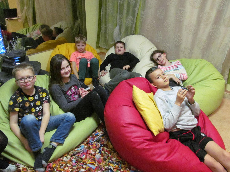 f8d24bf71a8 Mõnus äraolemine harmooniatoas. Fotod: Annika Poldre. Kuressaare gümnaasiumi  ...