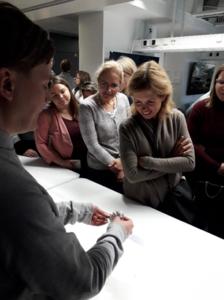 Aalto ülikoolis tutvustas Veli-Matti Ikävalko keemiaklassi, kus toimuvad keemiat ja tehnoloogiat lõimivad töötoad.