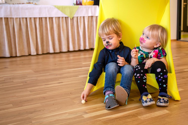 39b385c68d0 Lasteaia kollektiiv 1. märtsil lasteaia avamisel. Lippu hoiab direktor Airi  Kukk.