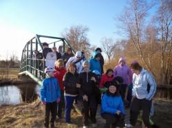 Paide lasteaia töötajad hoolivad oma tervisest. Pildil poseeritakse Seitsme Silla matkal.