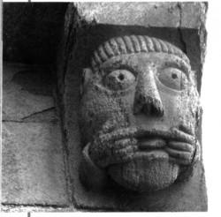 Sama tegelane  Trondheimi toomkiriku põhjaportaali kohal, ca 1160.