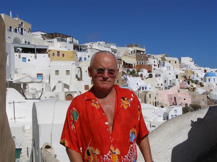 Arhitekt Vilen Künnapu Kreekas Santorini saarel, mis on inspireerinud paljusid tema maale.