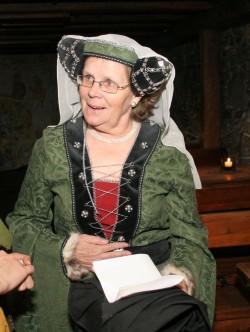Maria Tilga üks kirgesid oli keskaeg. Seda teemat tutvustas ta ka väljaspool ülikooli, olles sagedane lektor Olde Hansa keskaja koolis, kus esines loomulikult keskaegsetes riietes. Foto: Raivo Juurak