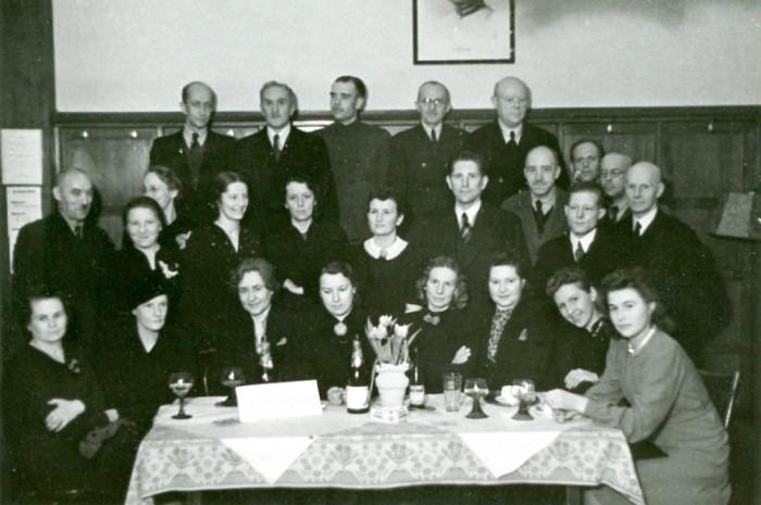 Järelümberasujad tähistavad laagrisse saabumise esimest aastapäeva Schwäbisch Hallis Lõuna-Saksamaal, 8. märts 1942. Foto: erakogu