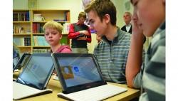 Põnevust on digiklassis nii õpilastele kui ka õpetajatele. Fotod: Põltsamaa Uudised