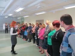 Sotsiomeetrilised harjutused Puškini kooli töötoas algasid osalejate reastamisega eri parameetrite järgi.
