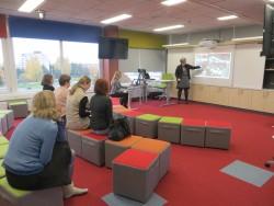 Anna Kristin Sigurdadottir Islandi ülikoolist tutvustas Hansa kooli avatud õpperuumis koolihoonete ja klassiruumide kavandamise trende oma kodumaal.
