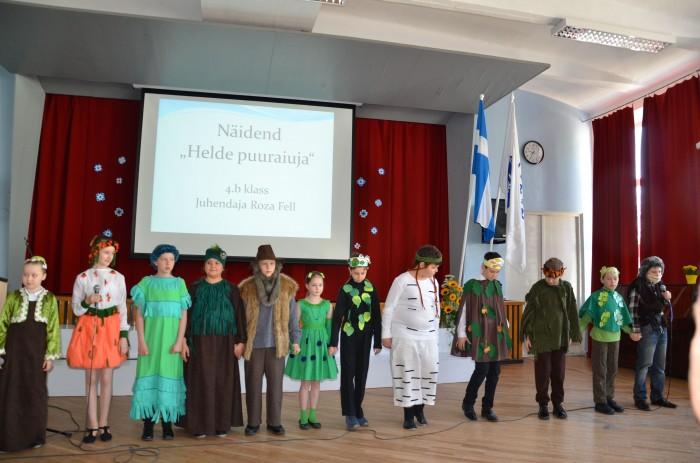 """Vene õpilased esitasid eesti keeles näidendi """"Helde puuraiuja""""."""