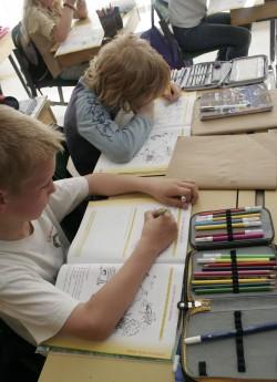 Tänapäeval kirjutavad õpilased väga palju töövihikusse, mis jätab käekirjale oma jälje. Fotod: Raivo Juurak