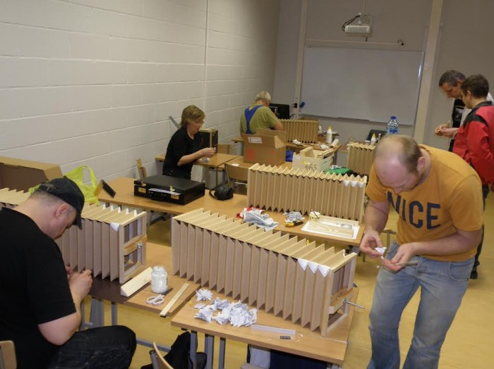 Pillimeistrid tööhoos Viljandi ühendatud kutsekeskkooli tehnomaja puidutöökojas. Fotod: Ahto Kangur