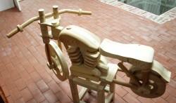 Lahmuse Kooli õpilase valmistatud mootorratas.