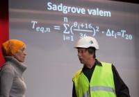"""Draamapedagoogika. Tallinna tehnikakõrgkooli õppejõud esitasid Vana-Võidus õpetliku etenduse """"Sild"""" ehituse teemal. Foto: erakogu"""