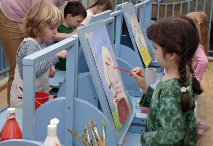 Reggio lasteaedades on kunstiõpetus väga tähtis. Materjali tuleb lastele anda piisavalt, et igaüks saaks luua täpselt nii kaua, kuni soovib. Fotod: Maire Tuul