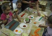 Ehkki lasteaiaõpetajate ettevalmistus ja töö sisu on igal pool  Eestis sama, on palkade erinevus piirkonniti väga suur. FOTO: TIINA VAPPER