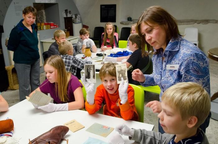 """Muuseumipedagoog Anu Kohal juhtimas programmi """"Mis on ajalugu?"""""""