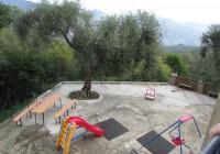 Itaalia, Santa Margherita Ligure piirkonnas külastatud lasteaedade õuealad on muruvabad ja päikeselised.