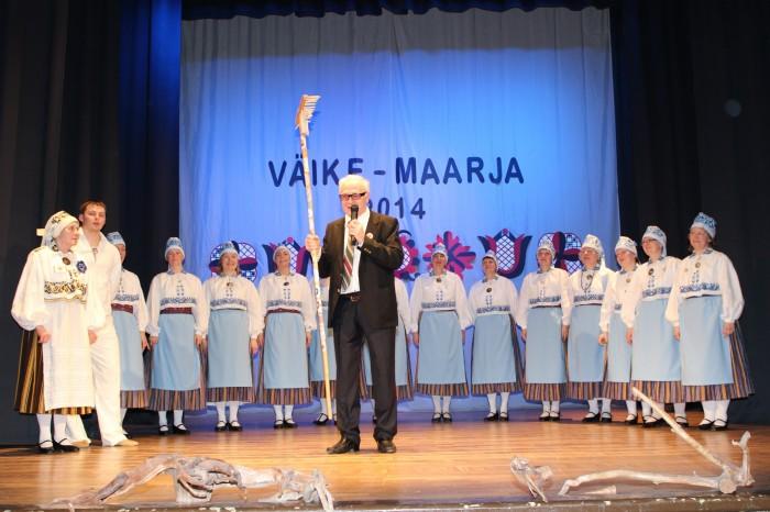Maarjakellukese rühm koos juhendaja Aino Lukmani ning päevajuhi Raivo Tammusega. Reha hoiab Jõhvi tantsurühma Kuremari juhendaja Voldemar Berelkovski, kelle rühmale sai osaks au korraldada  järgmine festival.