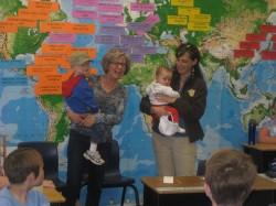 Becky 2013. a kevadel Xavieri tšarterkoolis tutvustamas oma klassile oma miniat ja kahte lapselast. Oma viit last õpetas ta aastaid kodus.