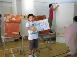 6. klasside õpilaste esitlused oma kodukoha elust ja kultuurist olid kui näidendid. Kui üks õpilane rääkis traditsioonilisest majast, olid teised ehitanud kõrvale pappkastidest näidismaja.