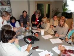 Õpetaja Ilona Lille tutvustab õuesõppe võimalusi. Foto: erakogu