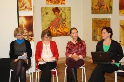 """Ave Mattheus, Elle-Mari Talivee, Mari Niitra ja Jaanika Palm seminari """"Laps kirjanduses"""" aruteluringis."""