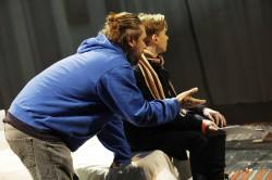 Päeval proov, õhtul esietendus. Peaosalist Anti-Holger Mutikut juhendab lavastaja Ingomar Vihmar.