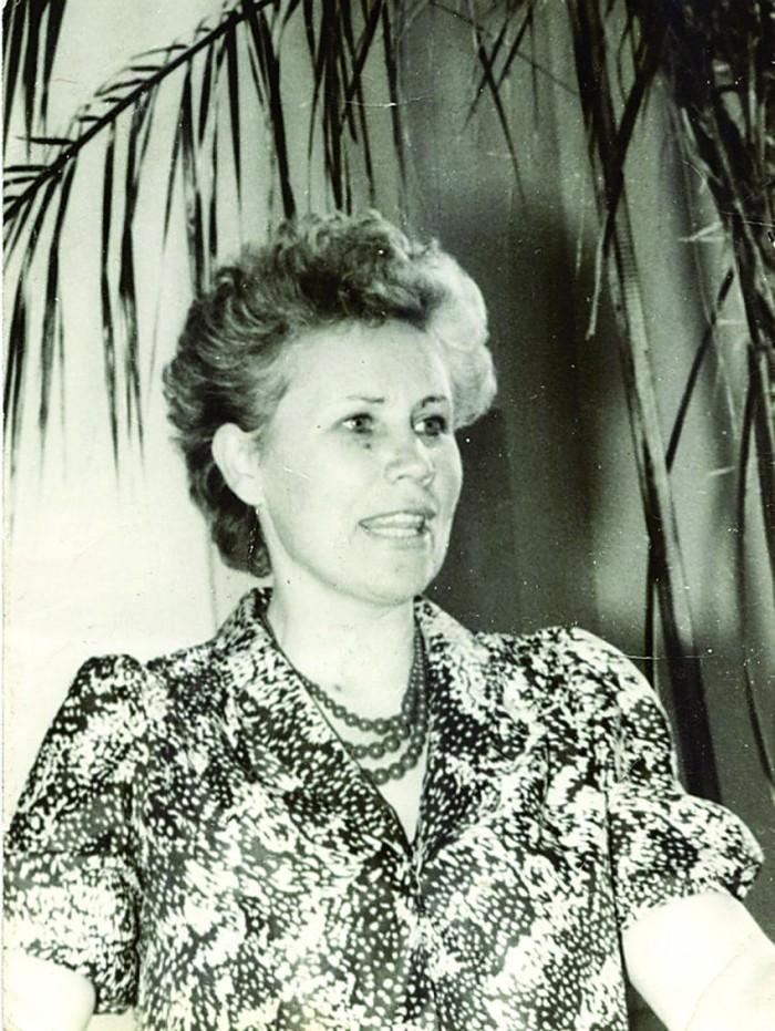 Foto õpetaja Mare Rossmannist on tehtud 1980. aastatel õpetajate nõupidamisel.