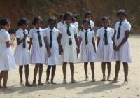 Sri Lanka lõunaosa külakooli tüdrukud.