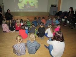 Viipekeelset Kakukest vaatamas Tallinna Heleni koolis.