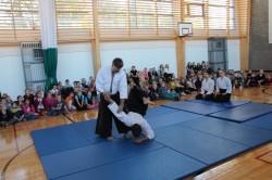 Tallinna aikido-klubi peatreener Rein Ausmees näitas õpilastele aikido-võtteid.