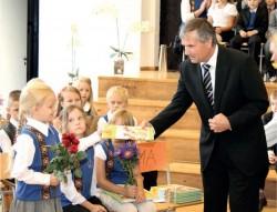 Aabitsate kinkimisega algas Raivo Heinaru viimane aasta koolijuhina.