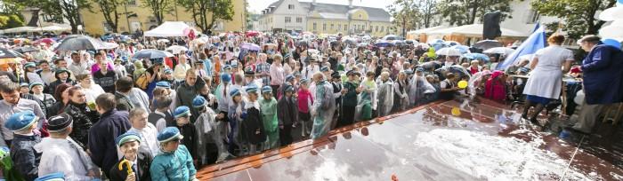 Koolirahu välja kuulutamine Kuressaares. Fotod: Valmar Voolaid