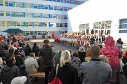 Laulupidu toimus kooli sisehoovis.